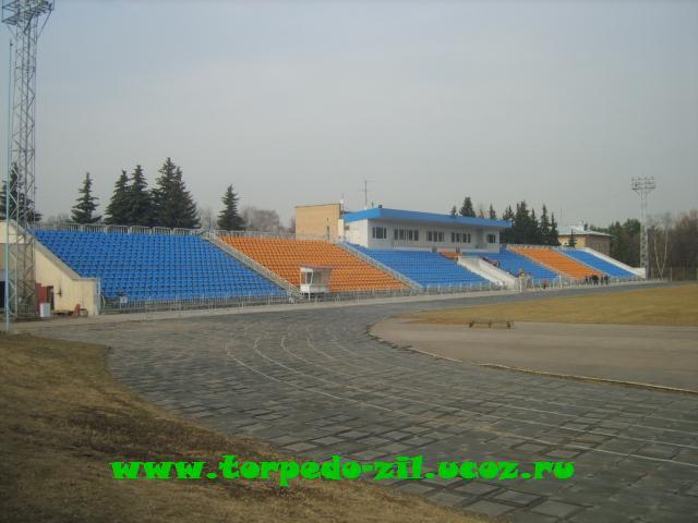 Стадион Октябрь - у стадиона