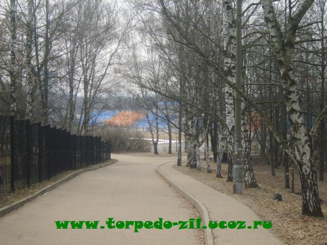 Стадион Октябрь - дорога к стадиону от главного входа